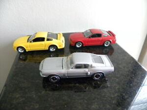 1968 SHELBY GT-500 & 2005 FORD MUSTANG GT  JOHNNY LIGHTNING  1:64  THREE CAR LOT