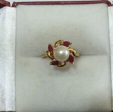 (329$)Pre Owned 14k Solid Yellow 2.42GM/Gold Pearl And Ruby Band Ring Size 5