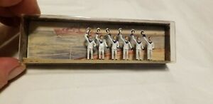 Merten HO Scale 1/87 German WWII Sailors in White Uniforms Waving Caps  # HO 946