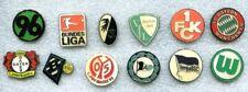 12 verschiedene Fussball-Pins