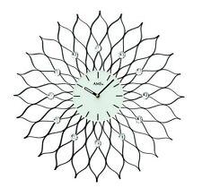 Moderne Wanduhren aus Metall mit 12-Stunden-Anzeigeformat