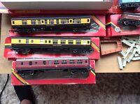 Hornby, oo Gauge, joblot 2, train, coaches, platforms etc