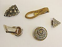EXQUISITE VINTAGE DRESS CLIPS COLLECTION 5 SET C LOT GLASS DIAMANTE PASTE BRASS