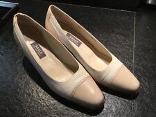 Mariage, Escarpins BAILLY élégants et confortables , pointure 7 , beige