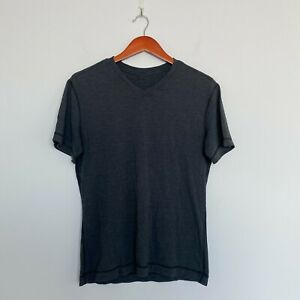 Lululemon Men's 5 Year Basic V-Neck in Heathered Charcoal Size SMALL