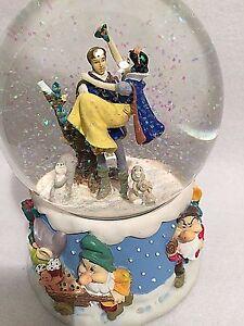 Disney Snow White 7 Dwarfs Musical Snow Globe Enesco Wish You a Merry Christmas