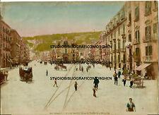 1900 FOTOGRAFIA ALINARI NAPOLI STRADA PIEDIGROTTA E MERGELLINA COLORATA A MANO
