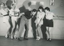 Cours de danse, vers 1950 Vintage silver print Tirage argentique  13x18  C
