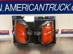 Freightliner FLD 120 Left & Right Turn Signal Lamp Pulido P/N 14903 & 14902