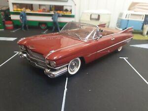 Cadillac 1959 series 62  1/18 Autoart voiture miniature 70402