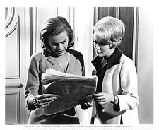 HONOR BLACKMAN & JEAN SEBERG – MOMENT TO MOMENT – ORIGINAL 1965 PHOTO – NM
