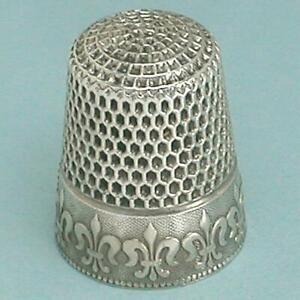 Antique Sterling Silver Fleur De Lis Thimble by Waite, Thresher Co * Circa 1890s