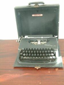 Vintage Oliver Portable Typewriter