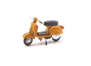 Vespa 180 Rally (1968) in Brown (1:32 scale by New-Ray Toys 06043H)