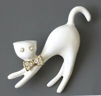 Adorable  White cat  brooch pin in enamel on metal