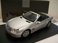 Mercedes-Benz SL (R230) Klappdach, Silber, 2001, MB-Dealer Minichamps 1:18, OVP