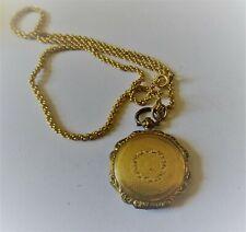 Ancien pendentif porte photo en plaqué or guilloché