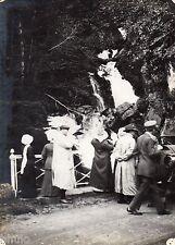 A450 Photographie Originale 1900 cascade personnages voiture pyrenee