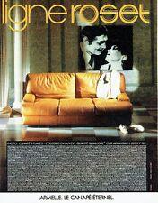 Publicité Advertising 077  1984  Ligne Roset canapé Armelle Clark Gable