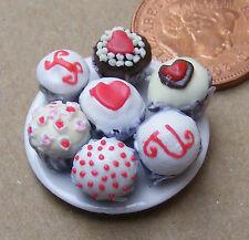 1:12 scala 7 assortiti Cup Cakes su una piastra DOLLS HOUSE miniatura Accessorio CC8
