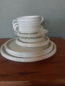 Vintage Set of 22 Pieces of CORELLE Green Crazy Daisy Spring Blossom