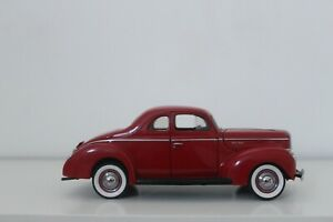 DANBURY MINT FORD DELUXE COUPE  1940/ RED/ OPEN TRUNK - USED