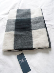 NEW Abercrombie & Fitch Woven Scarf White Check