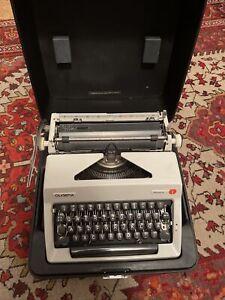 Schreibmaschine Olympia Monica mit Koffer