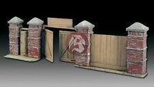 Royal Model 1/35 East European Wall Section with Doors (Russian City) 568