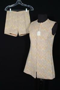 VINTAGE DEADSTOCK VINTAGE 1970'S 2 PC GOLD POLY KNIT SUIT & SHORT SHORTS SIZE 6+