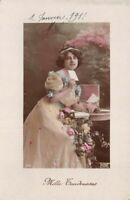 CPA - Portrait d'Art - Mille Tendresses - Jeune Femme tenant une lettre