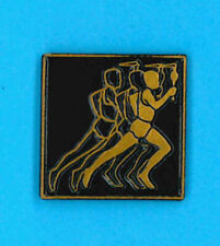 Montreal 1976 summer Olympic Games pin - torch runner - Canada badge