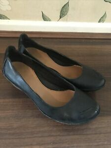 Ladies Clarks Classic Black Leather Wedge Work Shoes Pumps Size 4
