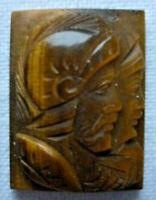 Kamee Gemme ca. 17 x 12 mm ca. 2,3 gramm Tigerauge Römische Gladiatoren vor 1945