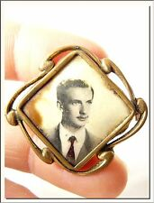 ANTIQUE 1940s FRENCH GOLD FIX PHOTO LOCKET PIN BROOCH W/ ANTIQUE PHOTO of MAN !