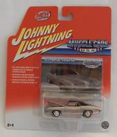 Johnny Lightning Muscle Cars USA 1973 Pontiac Grand Am Real Wheels Series 45/R8