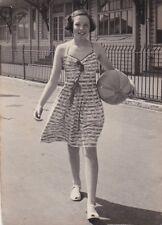 OLD WALKING PHOTO BEAUTIFUL YOUNG WOMAN DRESS BEACH BALL FASHION GIRL