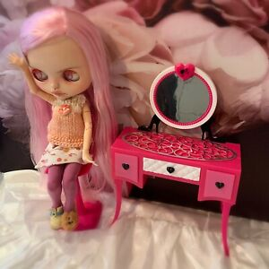 👧🏼 ~ BLYTHE DOLL / BARBIE ~ Vintage Mattel Pink Dressing Table + Chair ~ 👧🏼