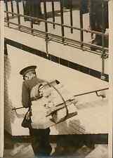Paris, le livreur des Grands magasins Vintage silver print Tirage argentique