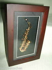 Diorama Messing  Modell Saxophon  im Hozrahmen Mahagoni Holzbild 20 x13 cm  Neu