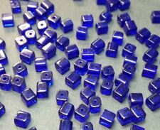 40 perles de verre carrées 4x4mm bleu nuit
