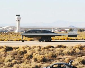 B-2 SPIRIT STEALTH BOMBER TAXIING 8x10 SILVER HALIDE PHOTO PRINT