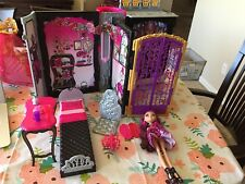 Ever After High Thronecoming Briar Beauty Doll and Furniture Set USED