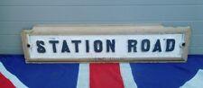 Estación de arquitectura británico vintage antiguo camino de hierro fundido signo calle