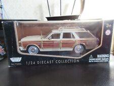 MotorMax 1:24 1979 Chrysler LeBaron Town & Country Station Wagon Tan