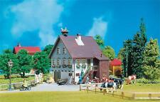 Faller 130280 H0 Haus mit Storchennest