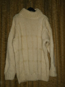 Damen Pullover , Gr.46?, selbstgestrickt.