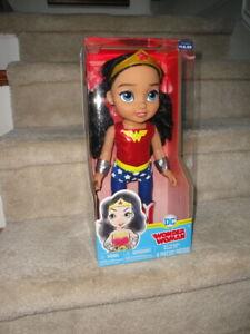 2017 MIB DC Toddler Petite DC 6 Piece Wonder Woman Action Figure Doll !