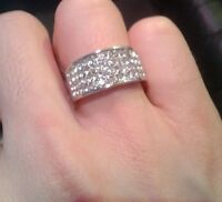 SILVER COLOUR BAND RING WITH DIAMANTE STONES NEW WOMENS MENS BUY 2 GET 1 FREE