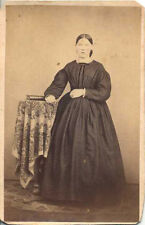 CDV PORTRAIT OF YOUNG WOMAN IN STUNNING DRESS W/ BOOK - NEW HOLLAND, PA